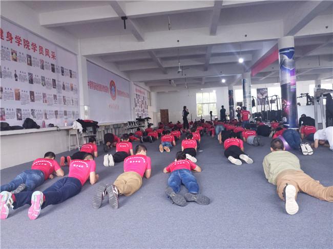 健身专业集体活动.jpg